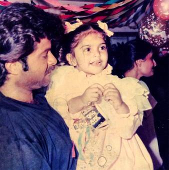 #InstaStories: Anil Kapoor's awww moment with Sonam