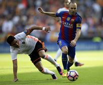 Iniesta leaves game on stretcher with knee injury