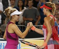 Mladenovic puts France ahead over Italy