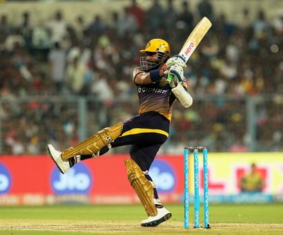 Kolkata Knight Riders outplay Delhi Daredevils to inch closer to knock-outs