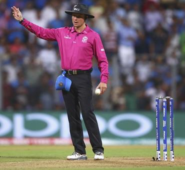 For a spinner to bowl a no-ball is unacceptable: Gavaskar
