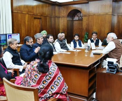 Rahul and co. meet PM with a bagful of farmers' woes