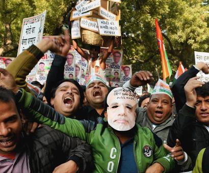 Congress leaders stage protests against demonetisation outside RBI offices