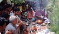 Muslims help perform last rites of Kashmiri Pandit in Valley