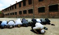 Muslim leaders pray at Auschwitz in interfaith move