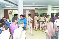 Masked men rob bank of Rs 50 lakh