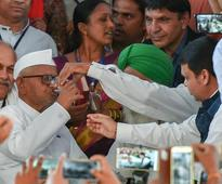Anna Hazare ends fast after talks with Fadnavis, gives 6-month deadline