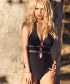 Jessica Simpson strips down for her fashion line