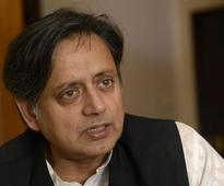 Shashi Tharoor against Sabarimala temples ban on women