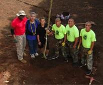 Hawaii governor plants trees with help from National Guard Youth Challenge Academy