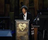 Is Bob Dylan's refusal to acknowledge Nobel Prize in Literature proving critics right?