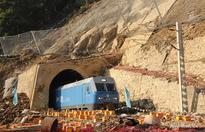 Guzhang section of Jiaozuo-Liuzhou railway restored traffic