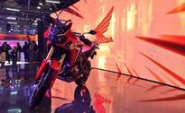 Honda 2 Wheelers Amazes Fans by Bringing Brand Ambassador Akshay Kumar