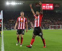 Defoe the hero for Sunderland once again as Moyes' men drag champions Leicester into the relegation battle