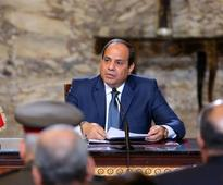 Sisi urges women to use less water and electricity to ease economic crisis