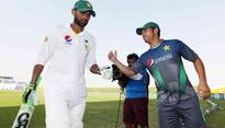 Pakistan's player Shoaib Malik severely injured after a direct hit on his head
