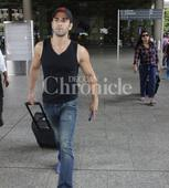 Pulkit Samrat loses cool, gets into a tiff with paparazzi at Mumbai airport