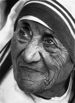 Stunning black and white photos? No, these are pencil drawings