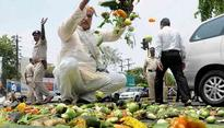As perishable produce begins to rot, Maha farmers' strike loses steam
