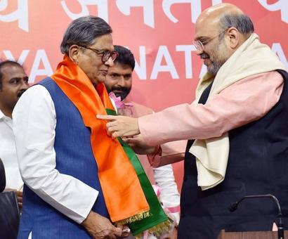 Ouch! SM Krishna joining BJP not a loss for party: Congress