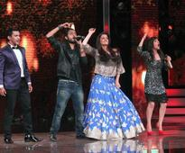 Aishwarya Rai Bachchan grooves to 'Dola Re Dola' on 'Sa Re Ga Ma Pa' [PHOTOS + VIDEOS]