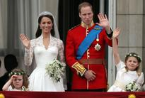 Kate Middleton Perfects Royal Wave In Kate And Pippa Middleton Bridesmaid Video