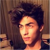Shah Rukh Khan's son Aryan Khan SLAYS with his selfie  view pic!