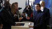 Hamon and Valls in French Left run-off