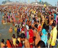Thousands take holy dip on Kumbh's last snan day