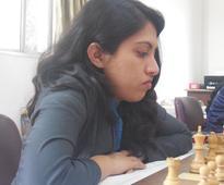 Padmini prevails over Nisha, keeps lead