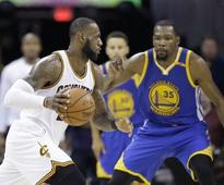 Live NBA Finals, Cleveland Cavaliers vs Golden State Warriors, Game 5: LeBron James and Co lead 28-22 in 1st quarter