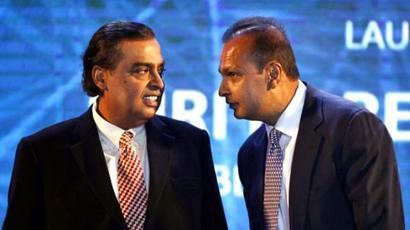 On Dhirubhai's birthday, Mukesh joins hand with Anil
