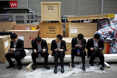 China beats India hollow in net access, smartphone ownership
