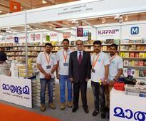 Indian Ambassador to UAE greets Mathrubhumi team on winning global award