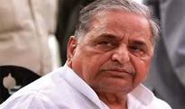 Yadav feud fallout: Samajwadi leaders start touching the feet of seniors