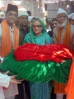 Bangladesh PM Sheikh Hasina offers prayers at Ajmer dargah