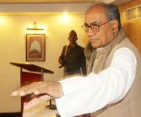 Embarrassed Congress disowns Digvijaya, Tharoor remarks on Yakub hanging