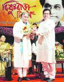 CM pledges artistes' policy