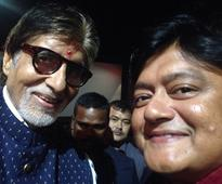 Look at Saswata grining in this selfie with Amitabh Bacchan