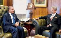 Pakistan, India discuss key issues, informally