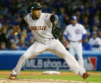 Closer Casilla signs two-year deal with Oakland A's