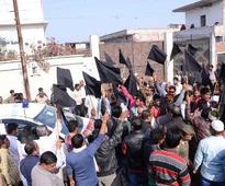 Convoy of BJP MPs shown black flags in Kanpur
