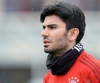 Bayern Munich's New Signing Serdar Tasci Concussed in First Training