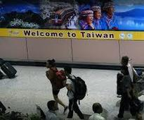 Taiwan reviews political asylum bid by Chinese tourist