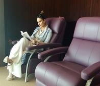 Photo: Voracious Reader Kareena Kapoor Khan Spotted at a London Book Store