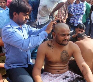 Ahead of PM's Gujarat visit, Hardik Patel tries to kick up a dust, shaves head