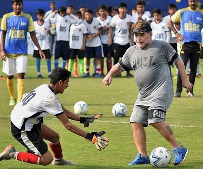 Maradona mesmerises children but Dada disappointed