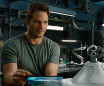 Chris Pratt and Jennifer Lawrence Are Lonely But Very Marketable Space Travelers In the Trailer for Passengers