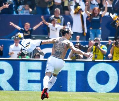 Zlatan shines on debut as Galaxy battle back to beat LAFC
