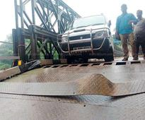 Platform sheets of Enathu Bailey bridge suffer damage after being hit by van